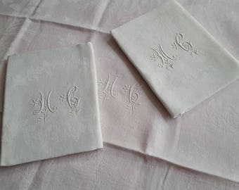 3 MG - 13011 Monogram white damask napkins