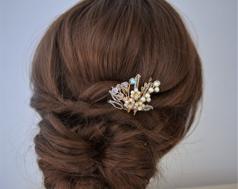 Bridal hair pin, pearl and crystal hair pin, flower hair pin, bridesmaid hair accessory, wedding hairpiece