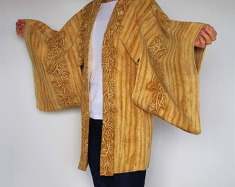 HAORI(羽織) Short size kimono  jacket. It is so much fun motifs.  You can wear easily. Enjoy Japan fashion !