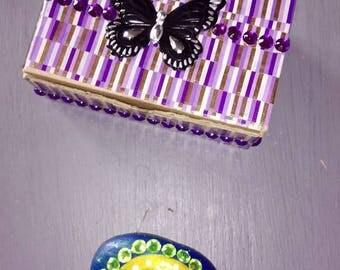 boxes customize stone inside a rhinestone