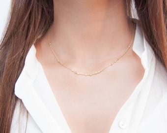 Collier court Lana doré à l'or fin minimaliste bohème