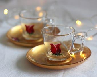 """Duo de tasses à café  en verre peint """"Bouton de rose rouge sur coupe doré"""" peint main C.Kim"""