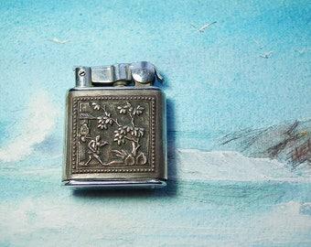 Antique Nova petrol lighter in silver, Vietnamese decoration, Indochina years 1947/1953