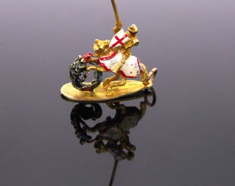 Mid 20th century St Georges pendant, 9kt gold, UK
