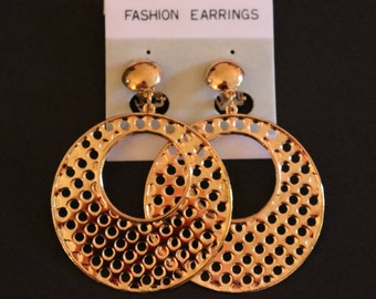 Vintage New Clip-On Gold Tone Lg Circular Design Earrings