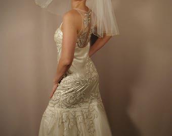 """18"""" Flyaway shoulder length bridal veil with gold trim pencil edge"""