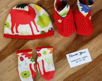 Red Llama Booties Print Baby Shoes Organic Cotton Hand Knitted Baby Slippers with Wooden Star Buttons