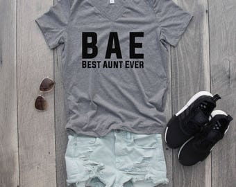 BAE Best Aunt Ever Relaxed Jersey V-Neck T-Shirt, Auntie Shirt, Aunt Shirt
