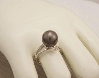 Jewelry ring and Tahitian Pearl, Tahitian cultured pearl ring and Tahitian black pearl.