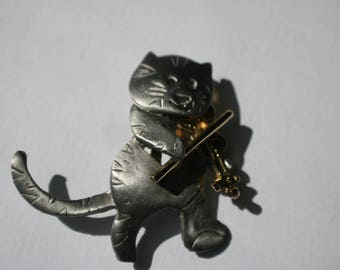 Vintage Smiling Kitty with a fiddle signed ultra craft, Adorable silver tone and gold tone brooch,FUN design