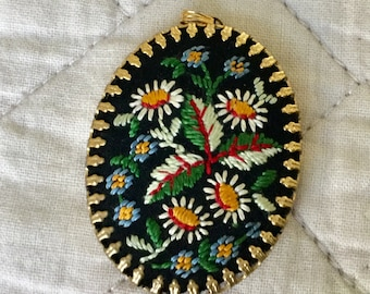 Sweet embroidered brooch/vintage pin/embroidered pin