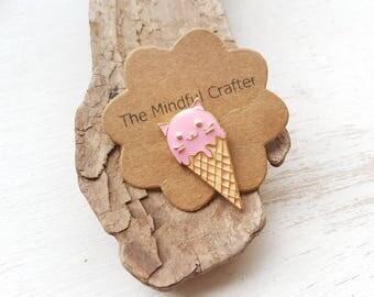 Cat pin brooch badge  kawaii cat ice cream brooch. Ice cream brooch. Ice cream jewellery. Cute cat lapel pin. Kitsch cat jewellery.