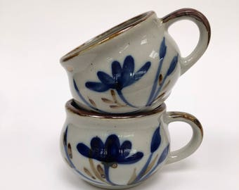 Vintage blue floral tea cups // VTG mugs from Taiwan // Coffee cups