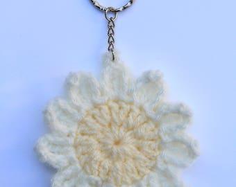 Crochet White daisy keyring