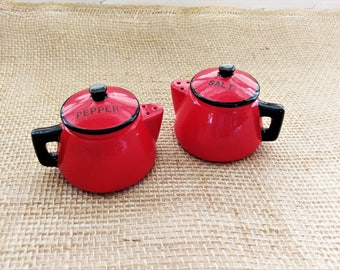Vintage Red Teapot Salt and Pepper Shakers / 1950s Retro Kitchen Salt & Pepper