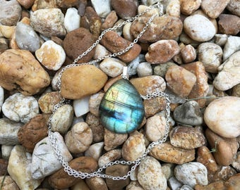 Blue Green Labradorite Necklace, Silver Labradorite Pendant Necklace, Silver and Labradorite Necklace, Silver Chain, Green Crystal Necklace