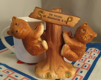 Souvenier Cog Railway Mount Washington New Hampshire Ceramic Bear Cubs On A Tree Stump Salt & Pepper Shakers