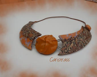 Cork and lace effect necklace orange.