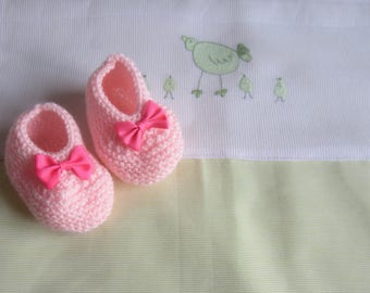 Slippers color ballerina shape baby pink in size newborn - hand made knit baby wool