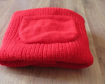 Hand knitted baby blanket/plaid in red.