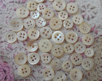 Pearl sizes 0.80 1.00 cm round buttons 2 and 4 holes for sewing or underwear (with 40 buttons)