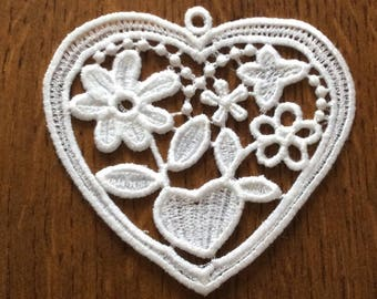Heart lace to hang or stick