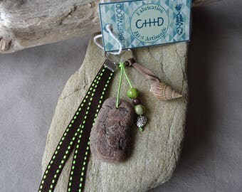 Door keys or jewelry bag in brown green shell and Driftwood