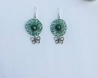 """Earrings """"Wacky"""" crocheted with green colored copper wire."""