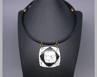 Pop Up effect black and white marble necklace