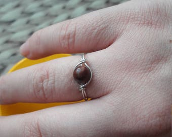 925 sterling silver wire ring. With unusual red poppy jasper bead. UK SIZE N. Perfect present. Gorgeous colour!