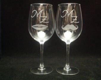 2 glasses of wine engraved with drawing and text to be desired