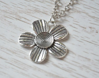 Flower Necklace, Flower pendant, Nature, Daisy Flower Jewellery, Magical, Flower Charm, Flower Gift, Spring Jewelry, Floral Necklace, Gift