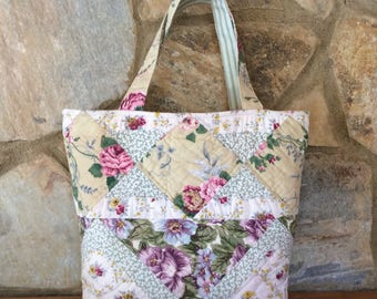 Tote bag in hand quilted, pieced patchwork with a vintage look