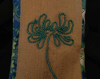 Embroidery art, embroidered pockets, hook Luneville.