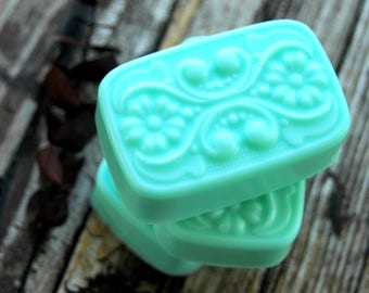 Eucalyptus Mint Soap . Handmade Soap with Coconut Oil Shea Butter and Natural Glycerin . 3.75oz