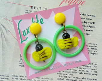 Bee My Honey Bee! Summer green and yellow novelty bee drop hoop earrings 1950s style by Luxulite