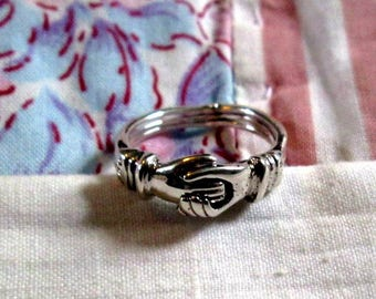 RING - Triple - Heart Inside of Clasping hands  - FEDE GIMMEL -  925 - Sterling Silver -- Vintage - 6 1/2 misc336