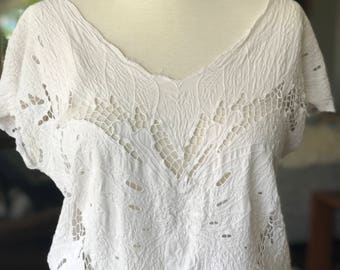 Vintage White Crochet Embroidered Butterfly Indah Top