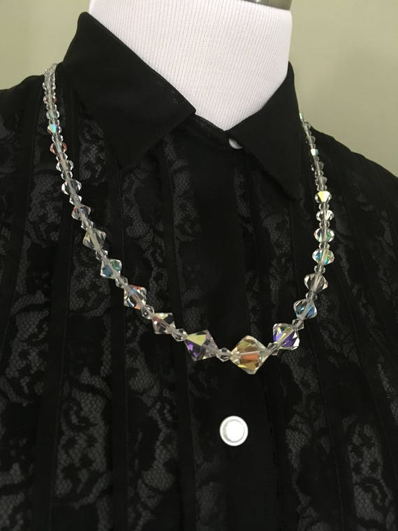 1950s 1960s Beautiful Graduated Crystal Necklace with Rhinestone Clasp