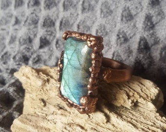 Big Bold Crystal Ring. 7 1/2 Ladies Statement Ring. Copper Electroformed Labradorite Ring. Chunky Rectangle Stone Labradorite Ring.