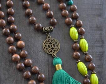 Collier de bois, Vert chartreuse - Pompon vert - Mala - Coco Matcha
