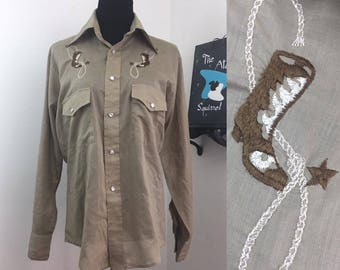 Lassoed // 1970s Tan Brown Embroidered Western Shirt with Boots