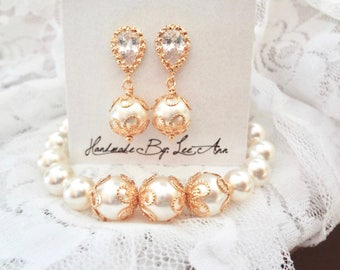 Gold pearl bracelet and earring set, Brides pearl jewelry set, Elegant,Gold pearl set,Gold wedding jewelry set, Bridesmaids pearl set, LACEY
