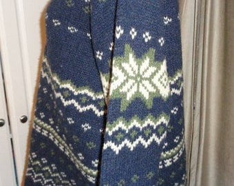 Vintage J. CREW 100% Lamb's Wool Ski Sweater, Size L Men's in Mint Condition in Navy Blue with white and avocado green snowflake pattern