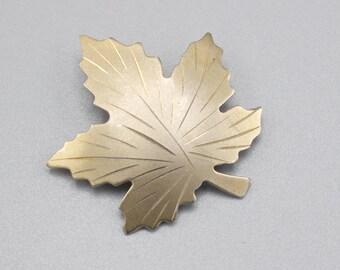 Bond Boyd Golf Fill Maple Leaf Brooch Pin Badge