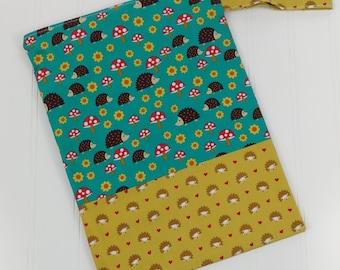 Wet Bag Zippered (Medium) - Hedgehogs