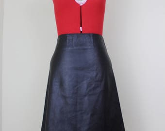 30% OFF Thankful NEW ||| Simply Sexy Black Leather Skirt ||| Black ||| 1980s ||| Size 4 ||| Knee Length || Lambskin