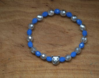 Br-34 Cat-bracelet, beaded stretch bracelet, Czech cornflower blue and silver beads, silver plated cat charm bead