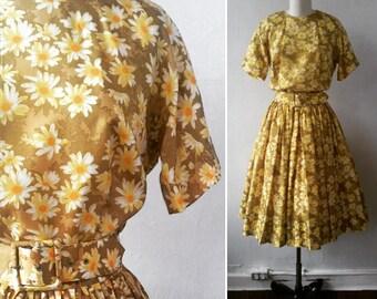 vintage dress | vintage 1950's dress | floral dress | vintage Suzy Perette dress | fit and flare dress | pleated skirt | The Daisy Dress