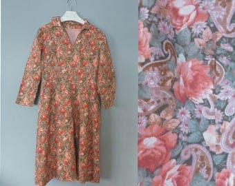 60s floral dress. M size. Fully lined cotton/synthetic long waisted dress with pink roses & 3/4 sleeves. In a very good vintage condition.